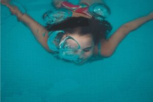 Girl swimming under water.